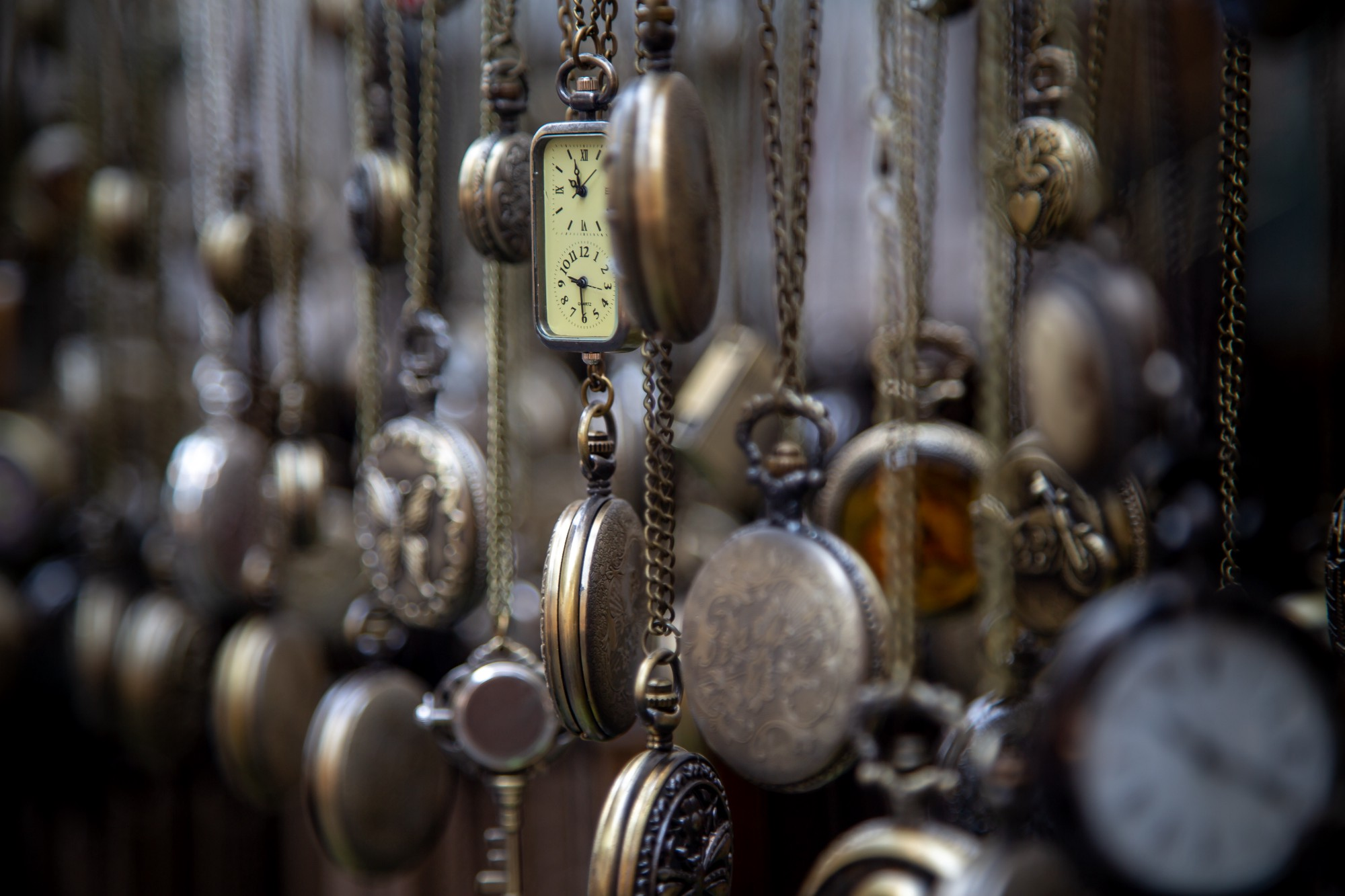 Dangling Antique pendant watches Manage your time