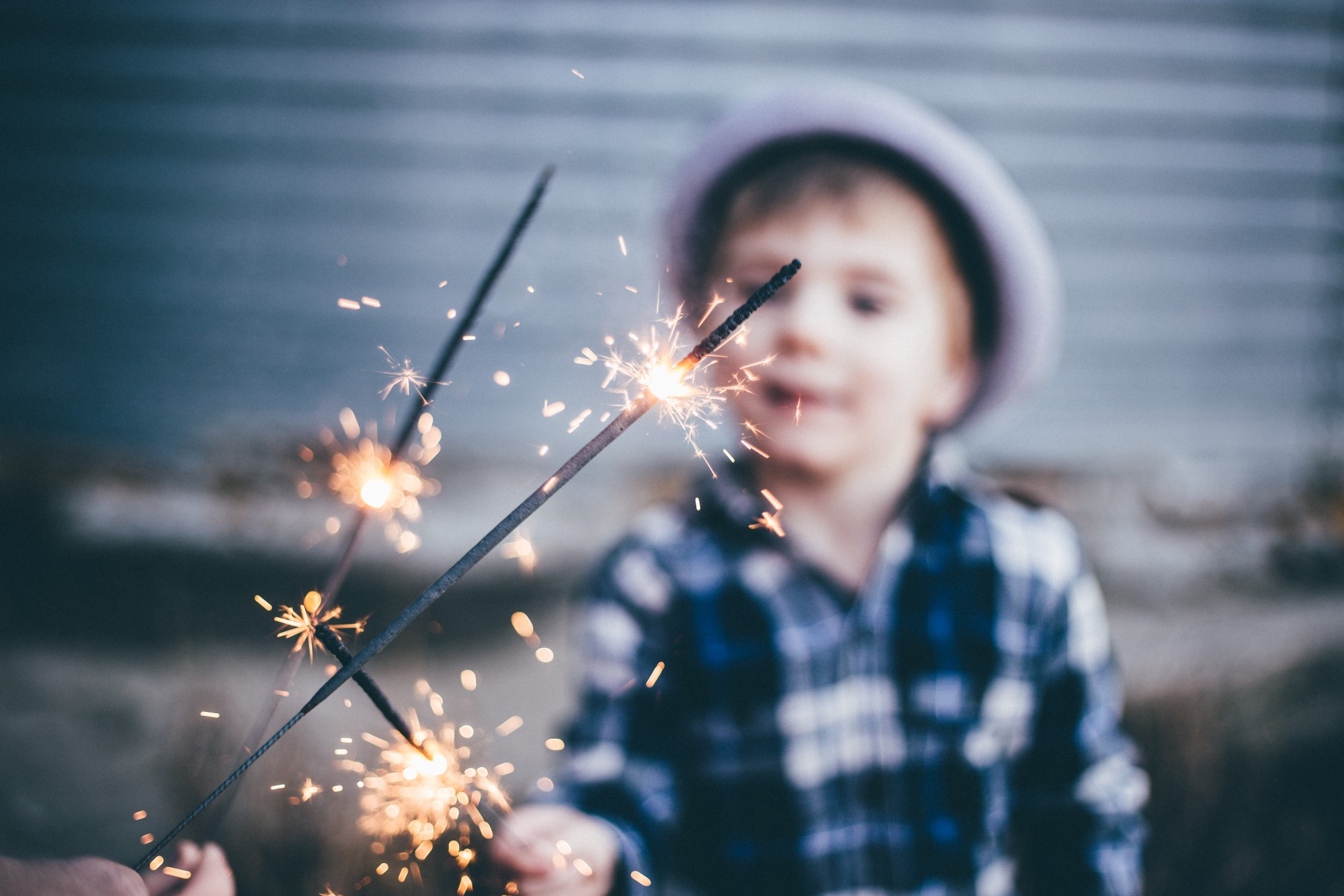 It is not only kids that gets distracted by sparkling or shiny obejcts