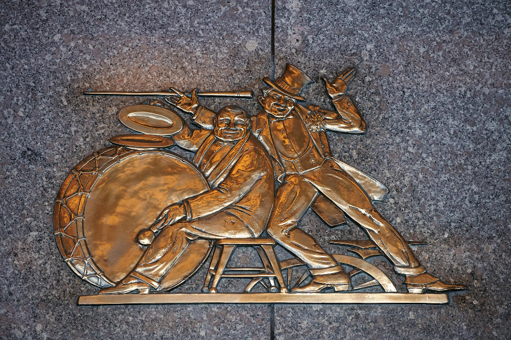 (The New York Times (Vincent Tullo) via pinterest.ca profile.) Rene Paul Chambellan's bronze bas-relief sculptures.