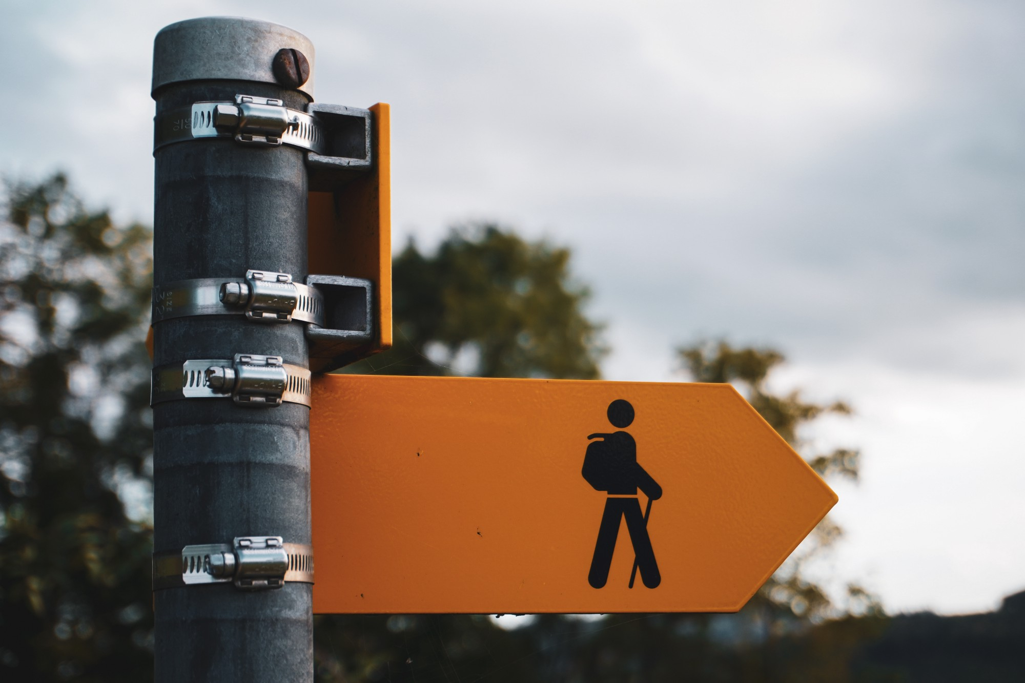Arrow sign with a man on it