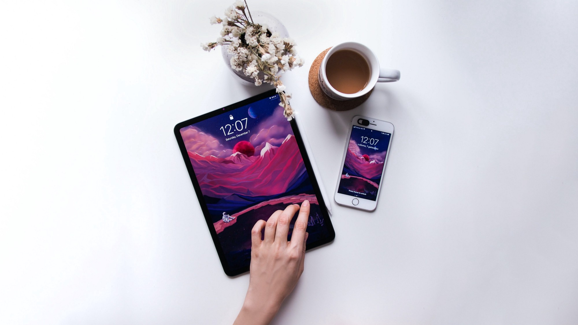 Tablet & smartphone with flowers and cup of coffee