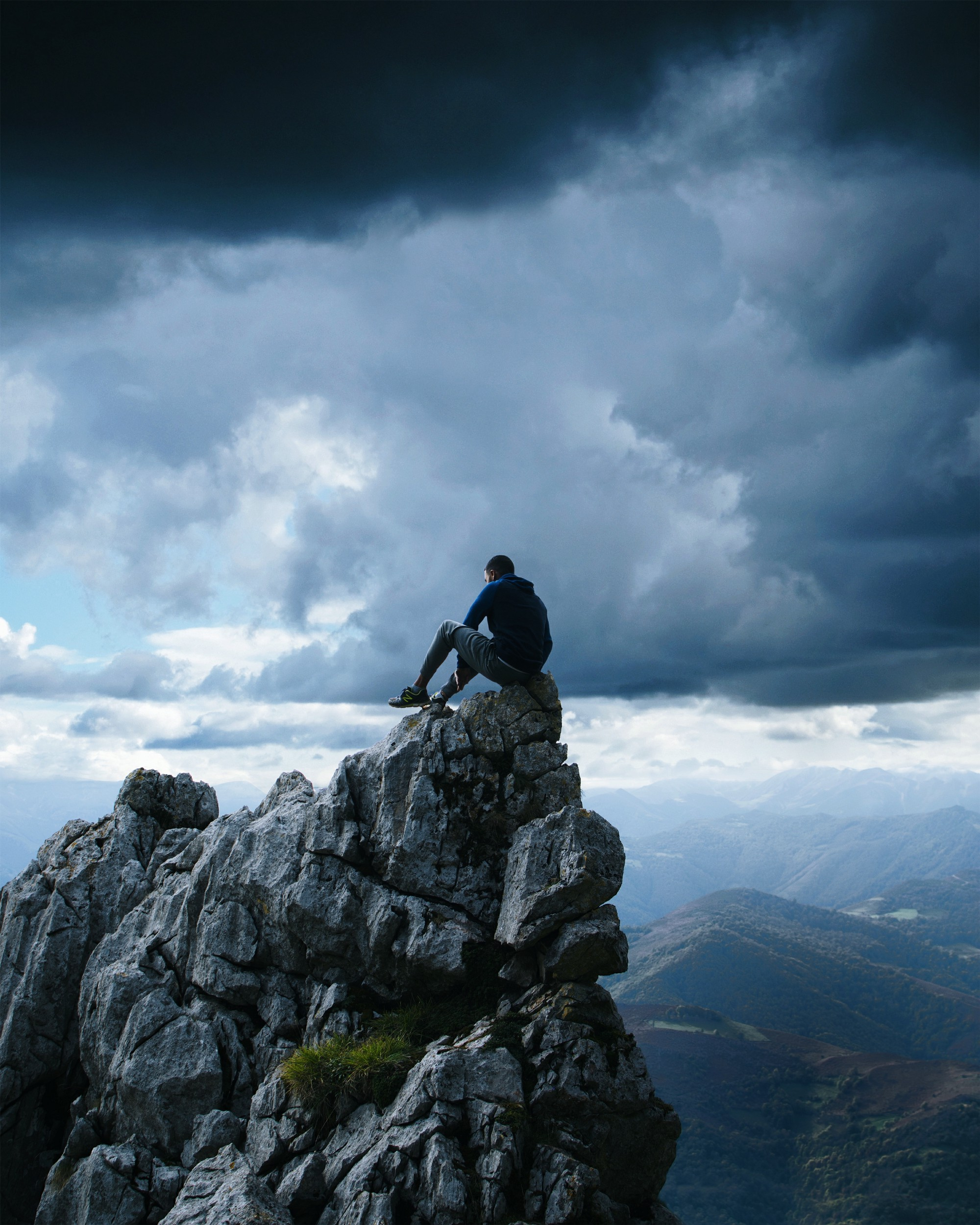 Man at the mountain top—Poetry on Medium, One Minute Musings