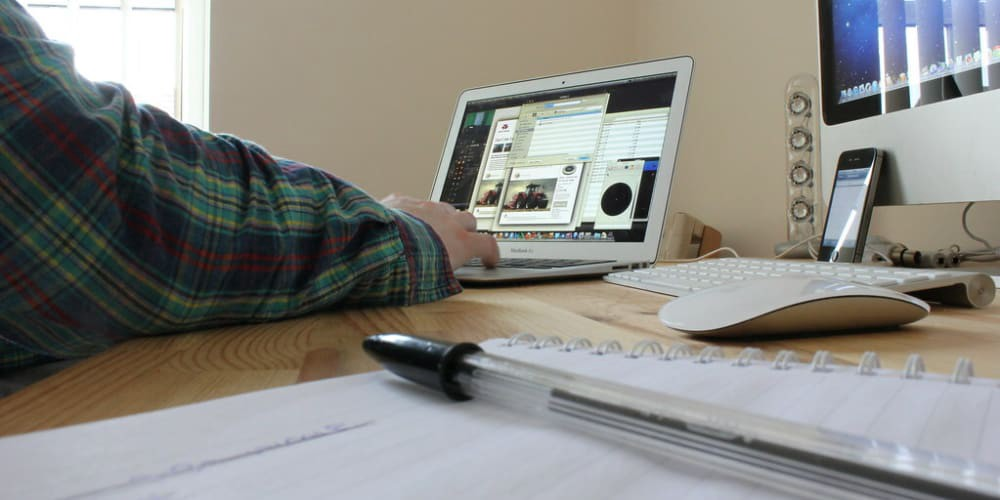 Photo Home office by DavidMartynHunt. Licensed under CC BY 2.0.