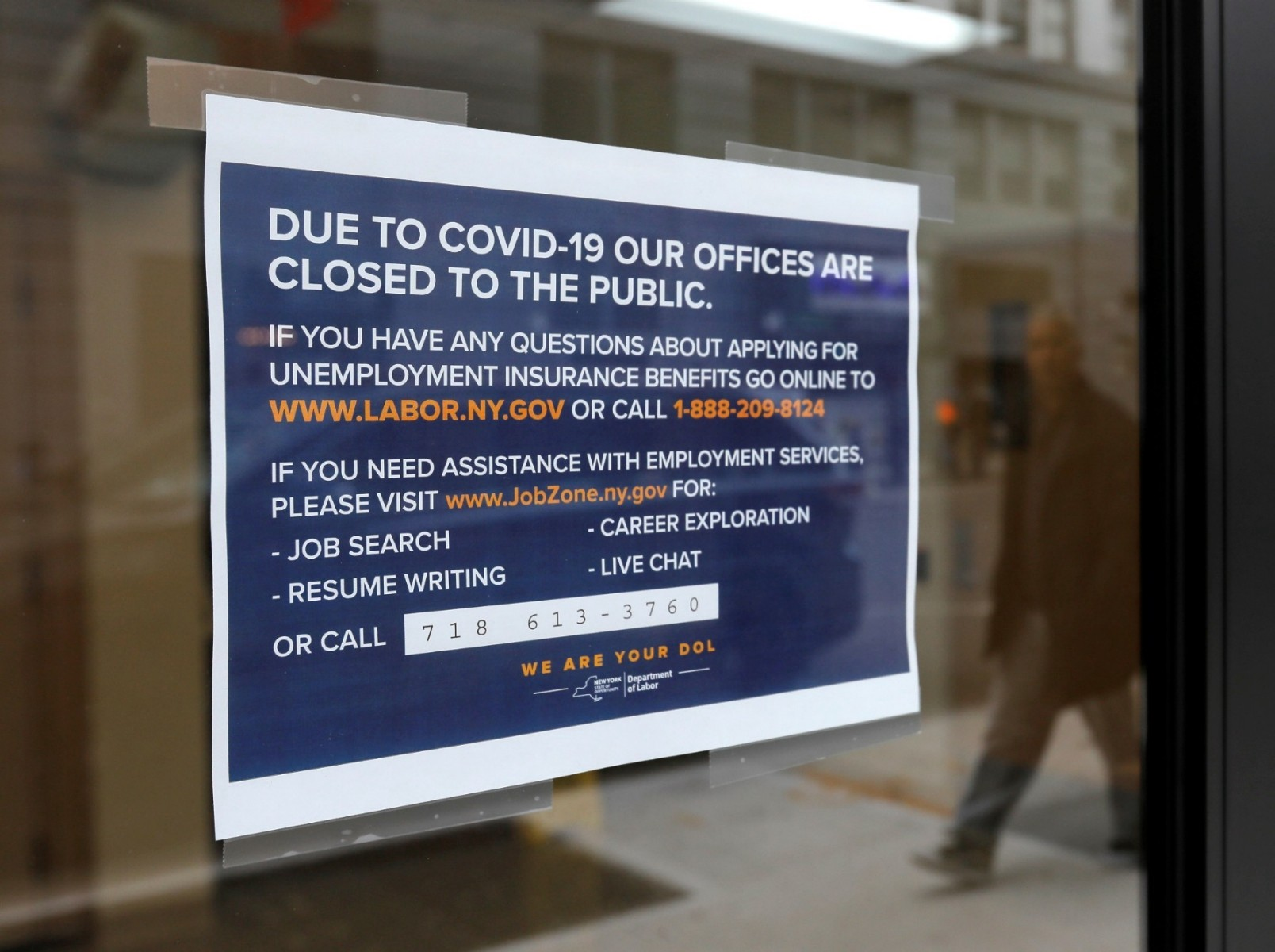 Sign posted at the NY State Dept of Labor in Brooklyn, NY, March 20, 2020. Photo by Andrew Kelly/Reuters