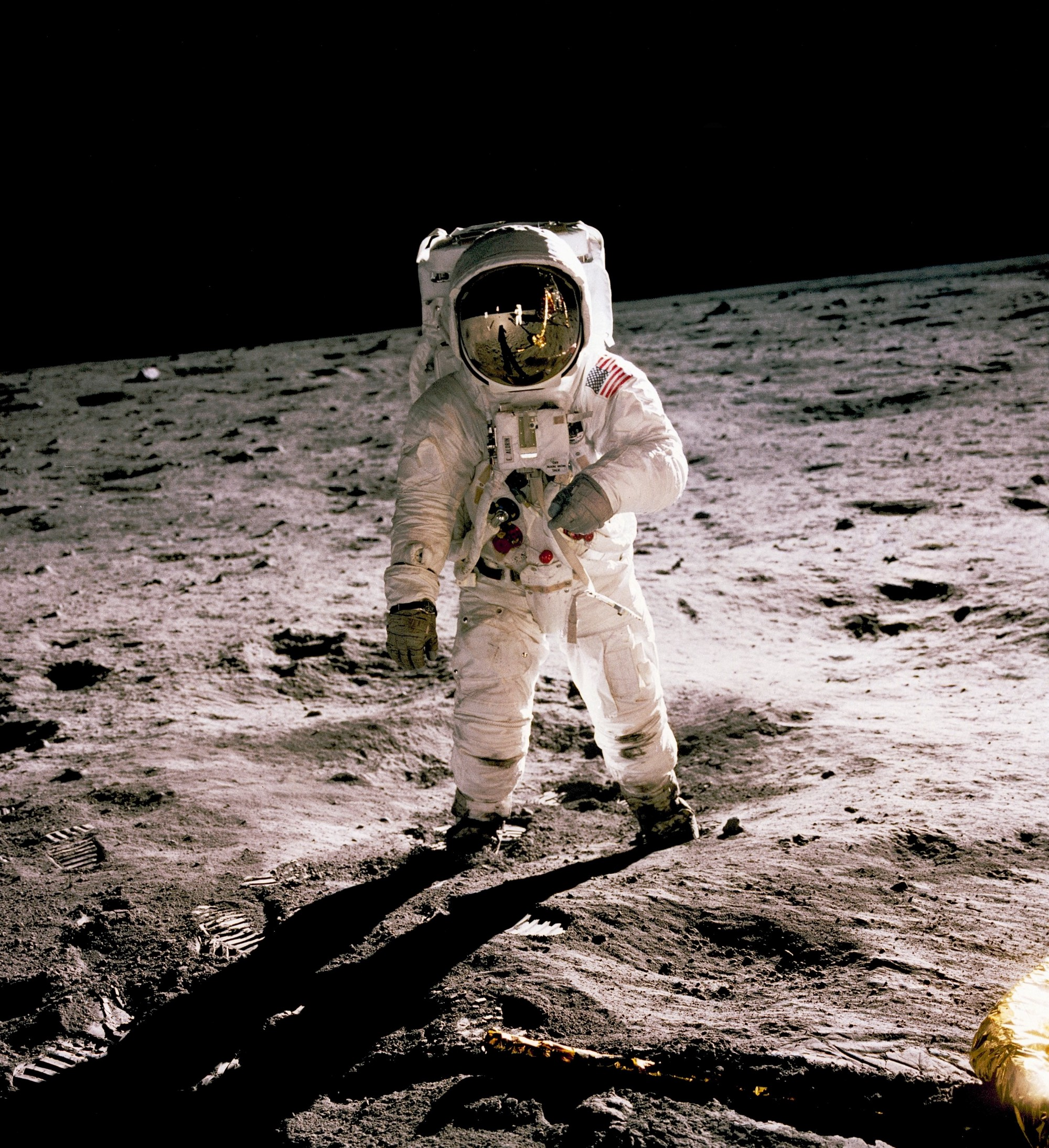 picture of astronaut Buzz Aldrin on the moon