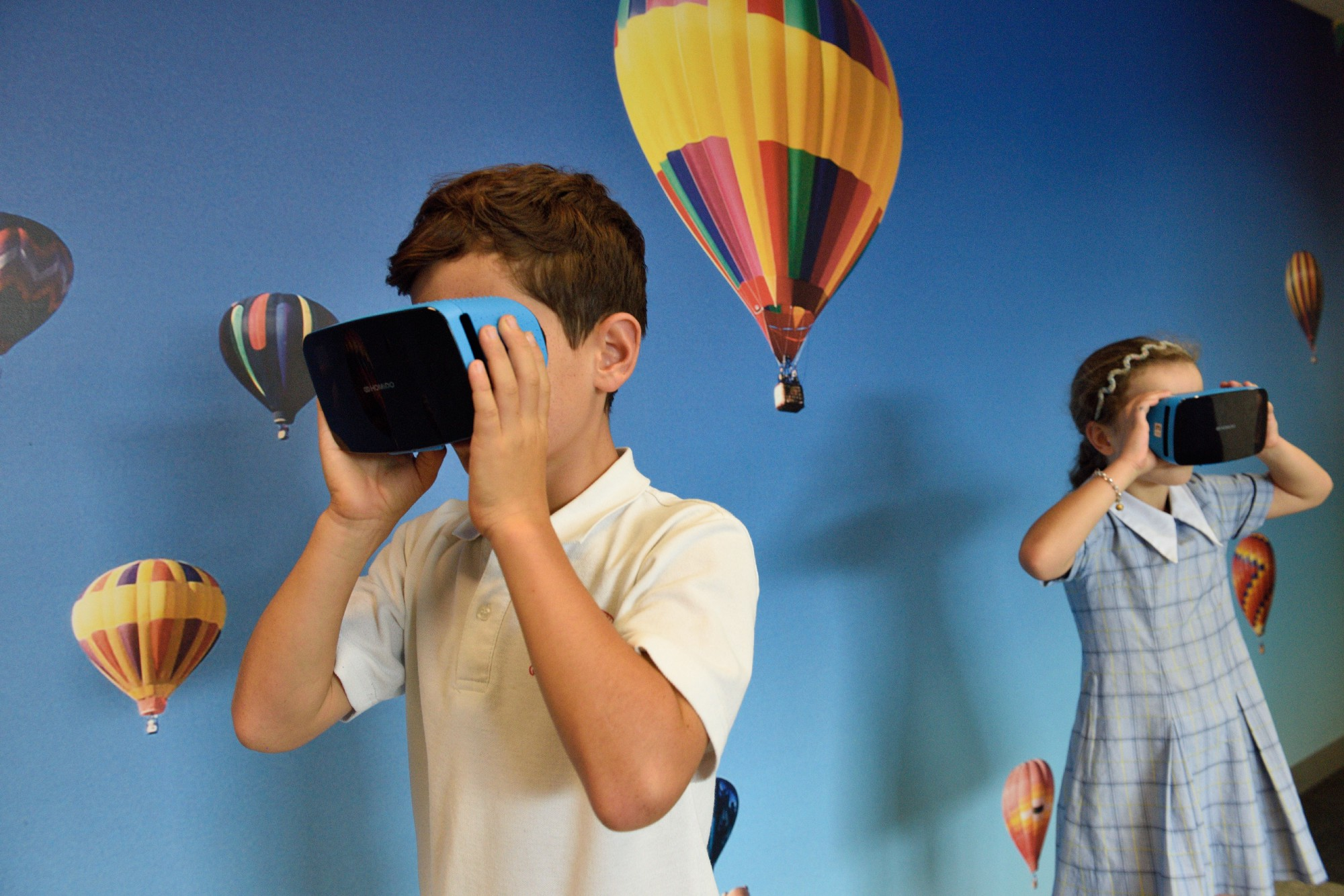 Kids playing with Virtual Reality