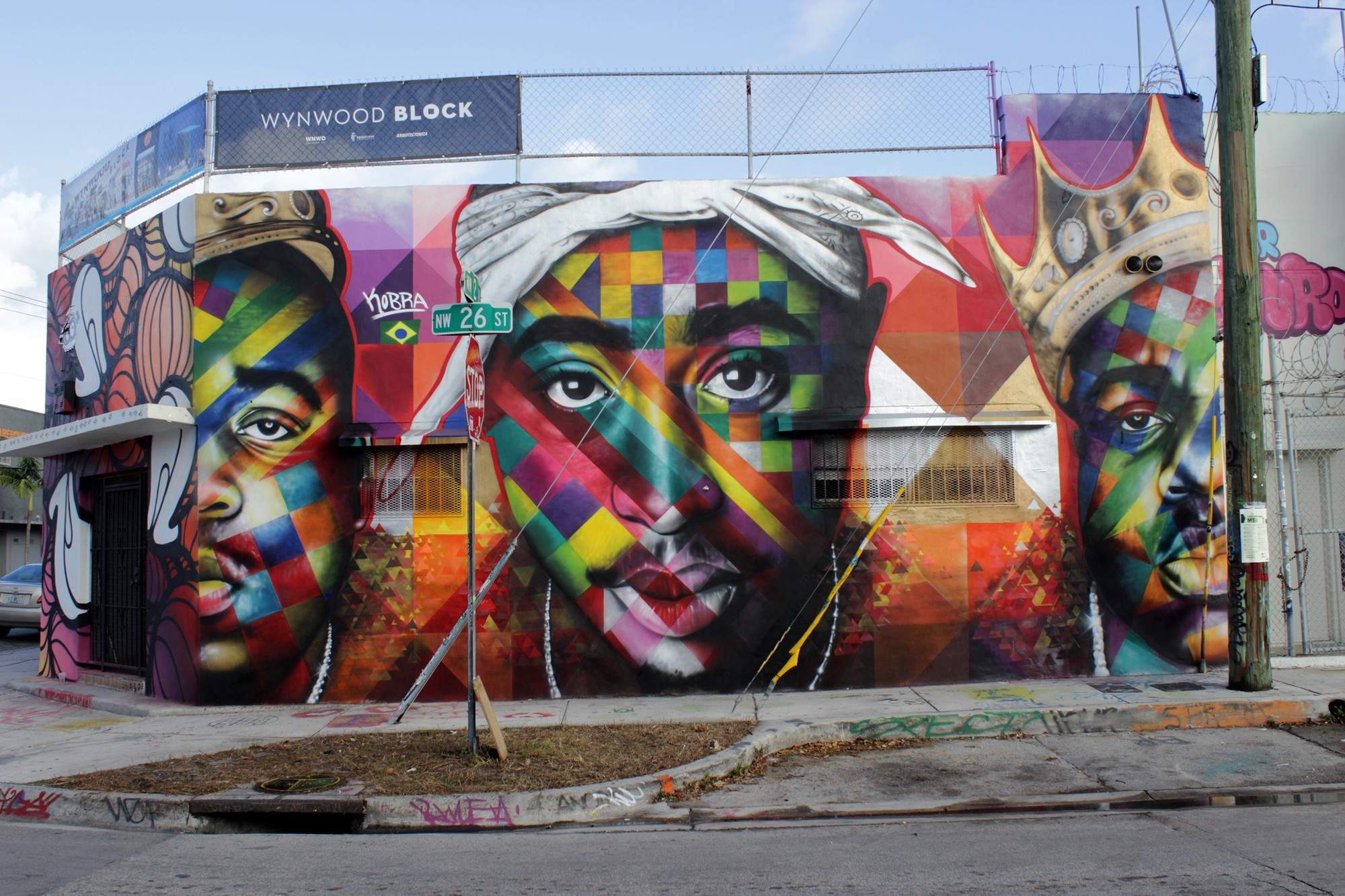 Tupac tribute murals and graffiti from around the world for Mural art images