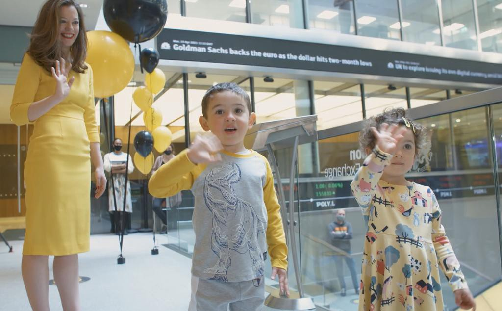 Romi with her kids Ari (4) and Gia (2) at the London Stock Exchange