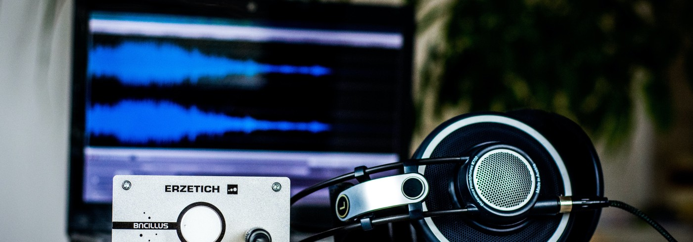A profesional headset and an audio DAC with post headline