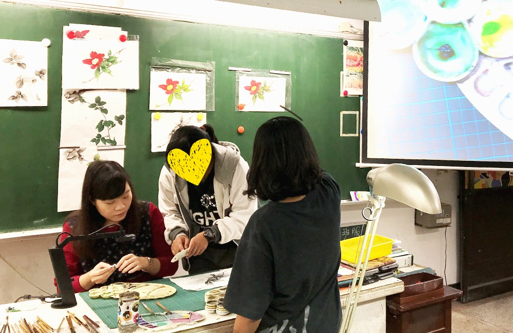 Demonstrating ink wash painting techniques using VZ-1 HD.