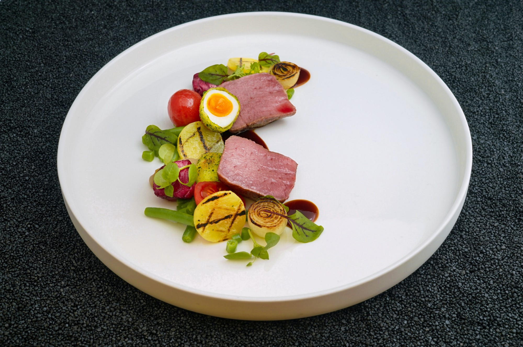 Picture of a Michelin-star cuisine on a plate.