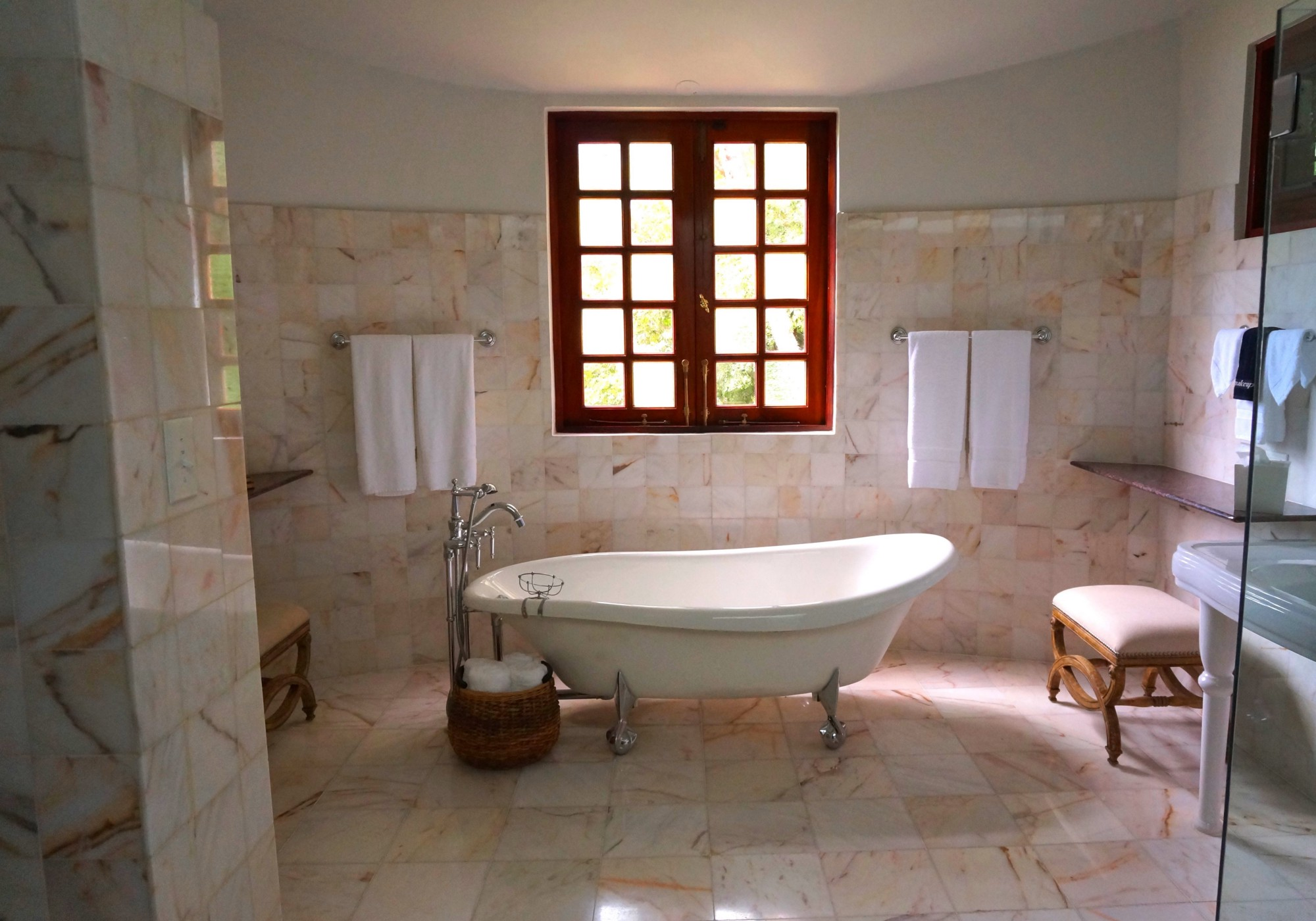 A picture of a bathtub