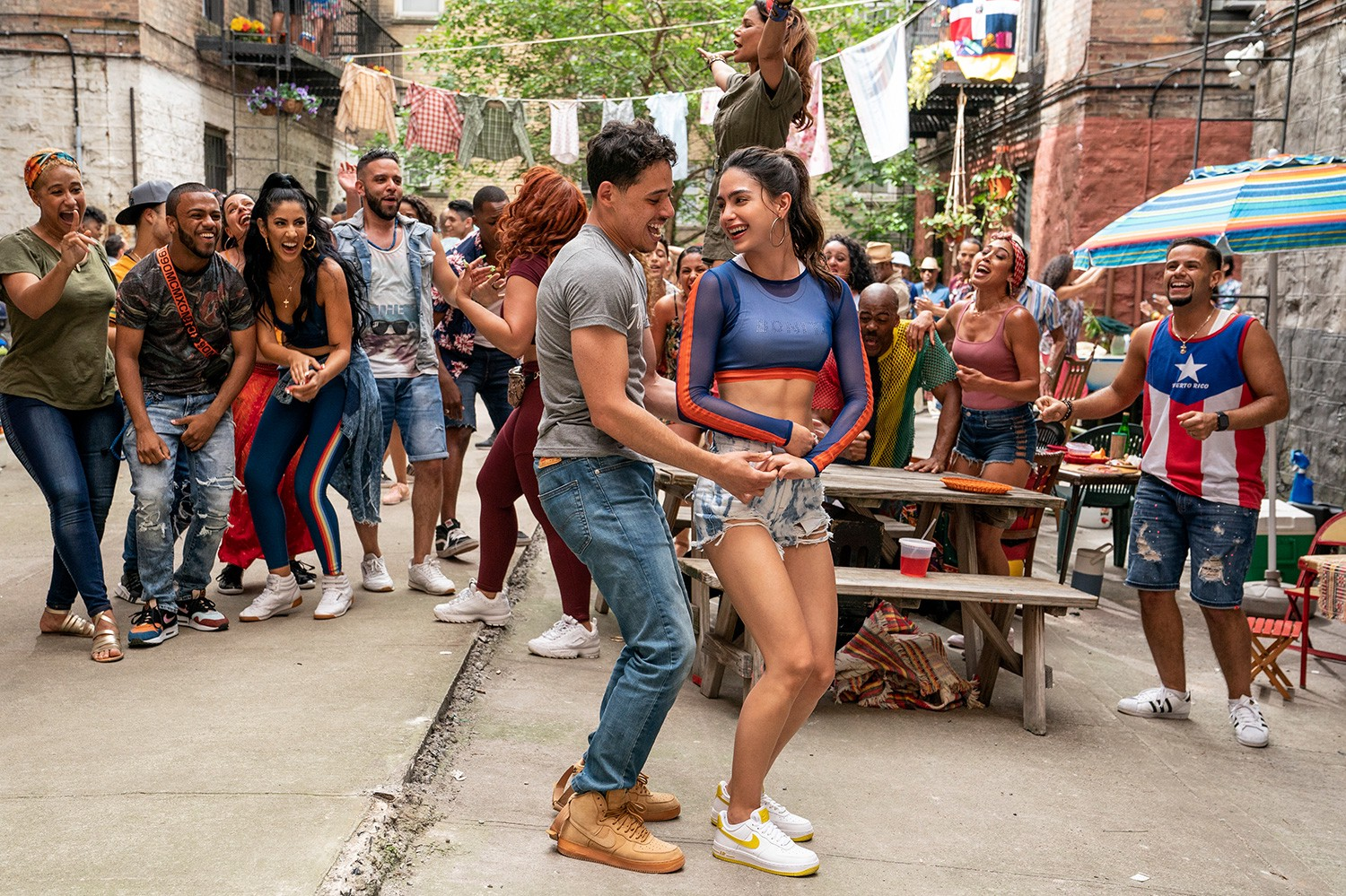 Anthony Ramos, Melissa Barrera, and the cast of 'In The Heights'