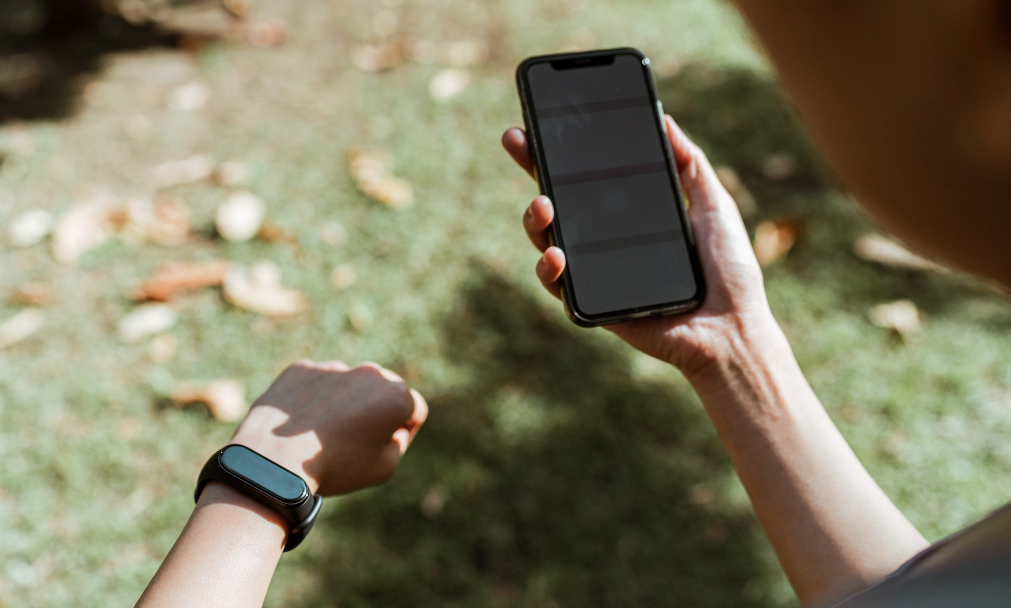 Wearable devices and biosensors for outdoor use require innovative designs and novel materials capable of keeping down their temperature, even in sunlight | Photo courtesy: Ketut Subiyanto at Pexels