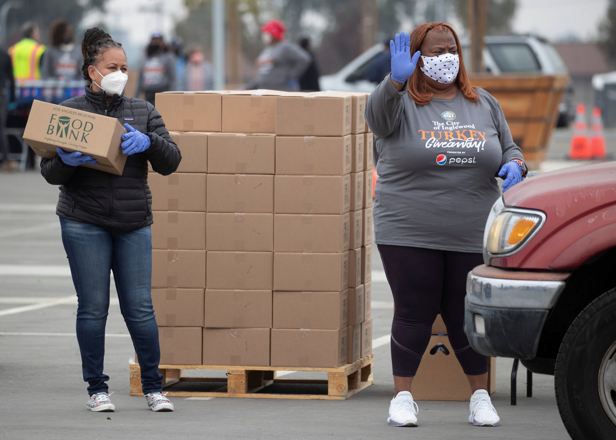 Volunteers at an annual Thanksgiving turkey giveaway, Inglewood, California, November 23, 2020. Photo by Mike Blake/Reuters