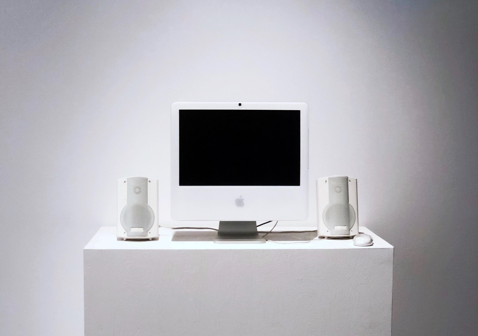 photo of an old iMac on a pedestal