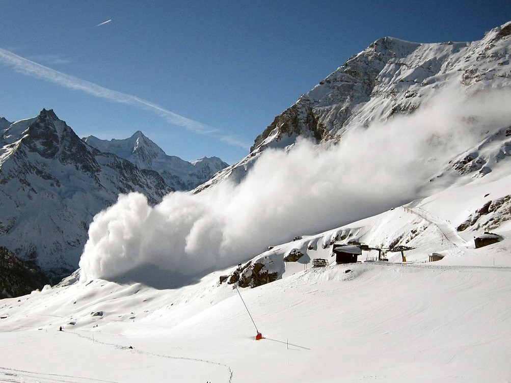 Bankruptcy, an avalanche in slow motion