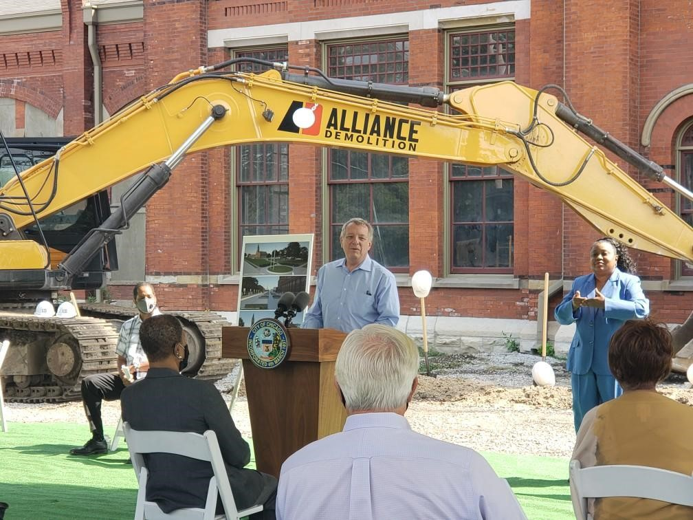 Senator Durbin speaks at the groundbreaking for a new visitors center at the Pullman National Monument, Chicago, Illinois