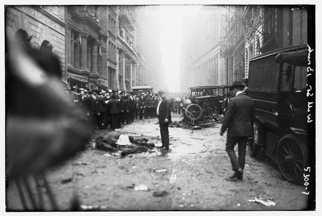 Victims in street after Wall St. Bombing (Public Domain: Library of Congress)