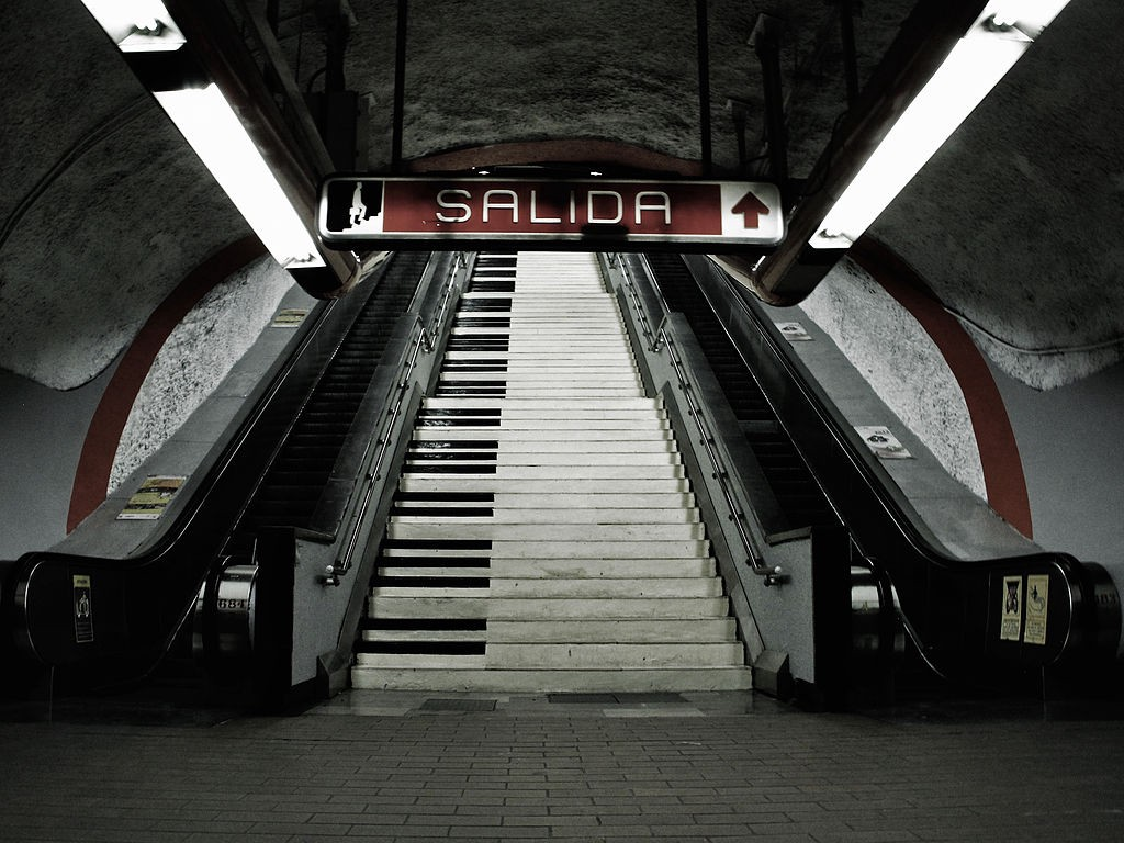 A staircase in a Mexican subway station, decorated so that each step is the key in a giant piano keyboard