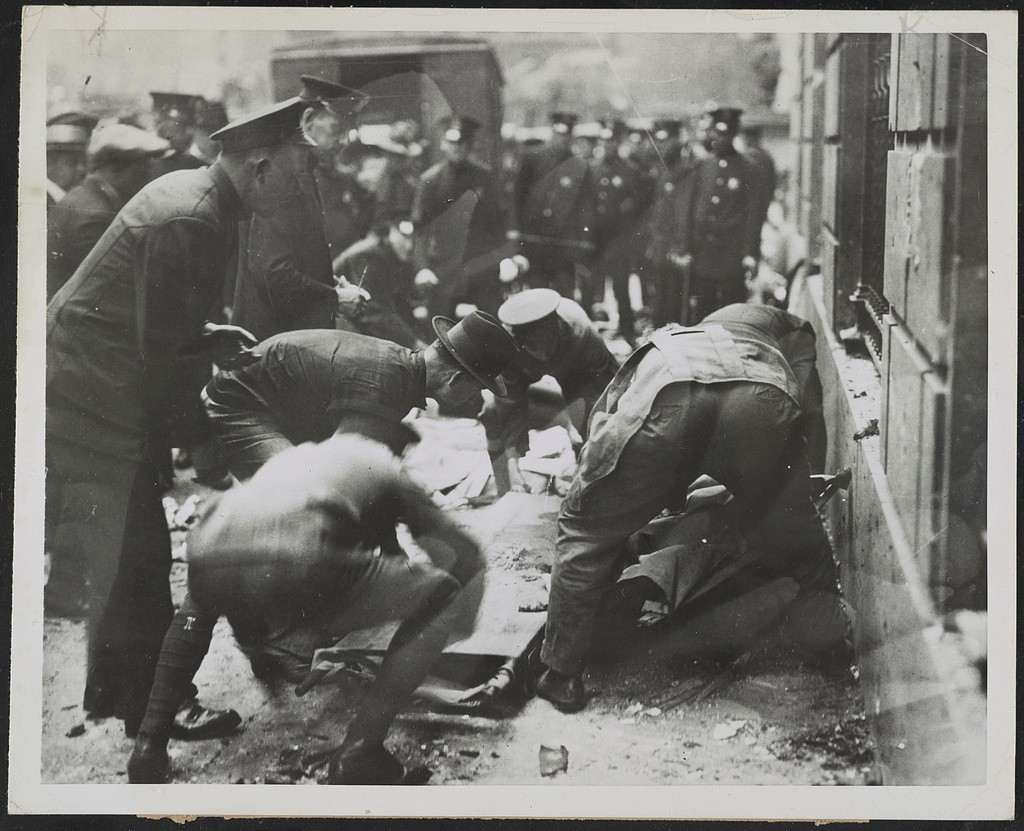Picking up the victims after the Wall St. Bombing (Public Domain: Library of Congress)