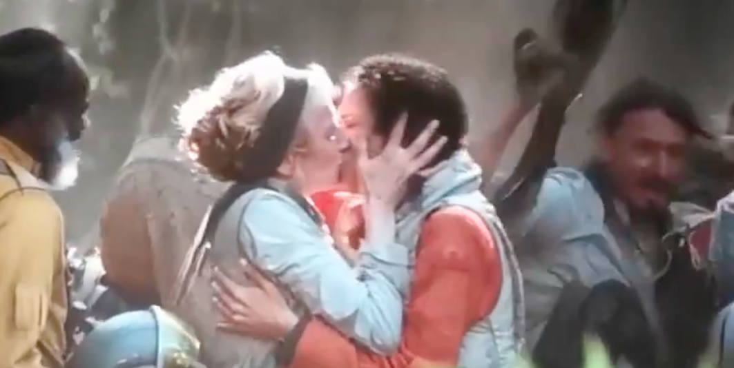 Two lesbians kiss in a cheering crowd in Star Wars: The Rise of Skywalker