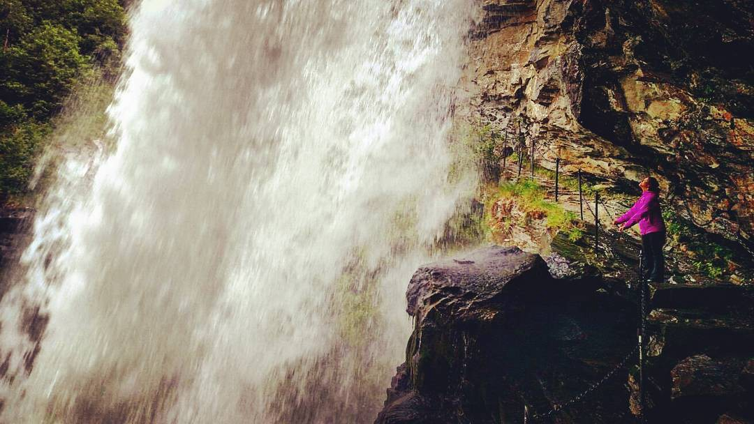 Need a Shower? No problem, just hike up to this beauty and stand behind it, while getting drenched and splashed. Just hang on tight! #holdon #waterfall #waterfalls #waterfallhike #hiking #explore #exploremore #exploreeverything #travel #travelgram #travelling #traveling #travelphotography #nature #norway #inspiration #happiness #instamood #instagood #mashpics #thephotosociety #insta #instagram