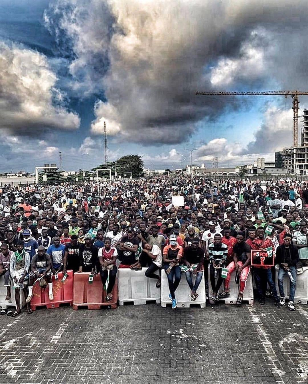 Protesters at Lekki Toll Gate before the massacre.
