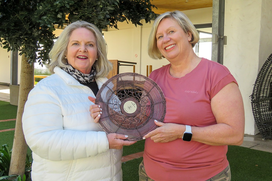 Margi Biggs presenting the Innovation Award trophy to Penny Streeter of Benguela Cove