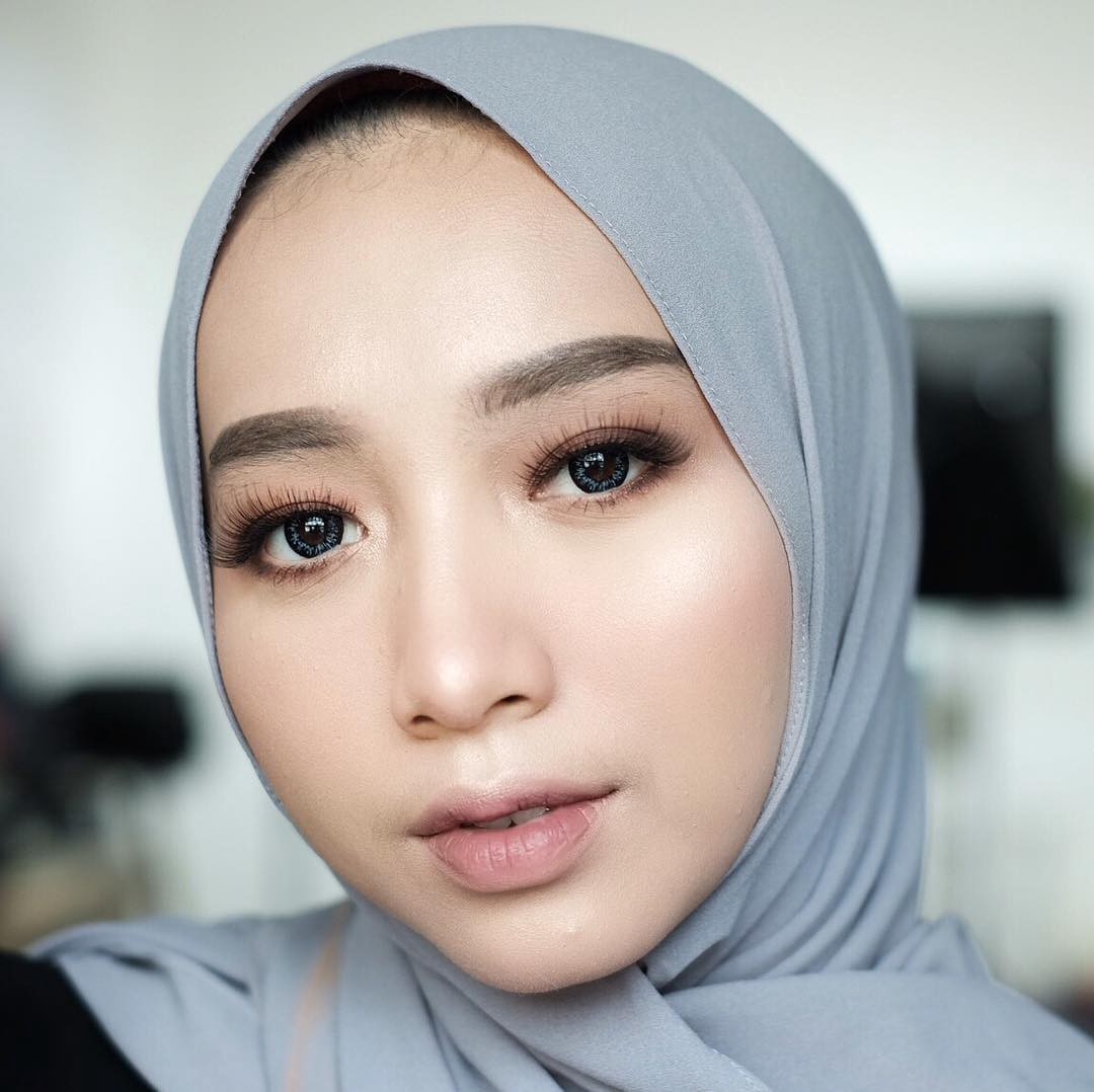 "Beauty Vlogger Terkenal Indonesia: Empat Tema ""Make-Up Look"" Populer Di Kalangan ""Beauty"
