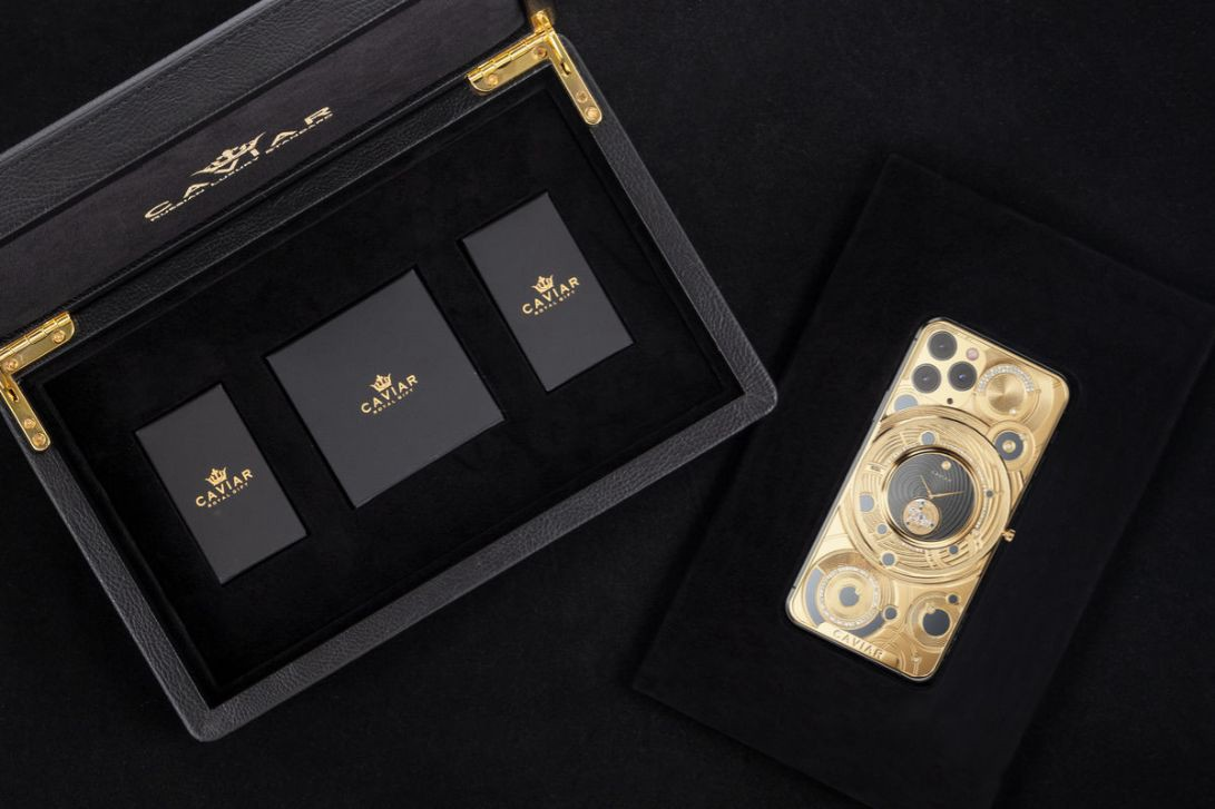Watch What S Inside The 100k Iphone 11 Pro The Most Expensive