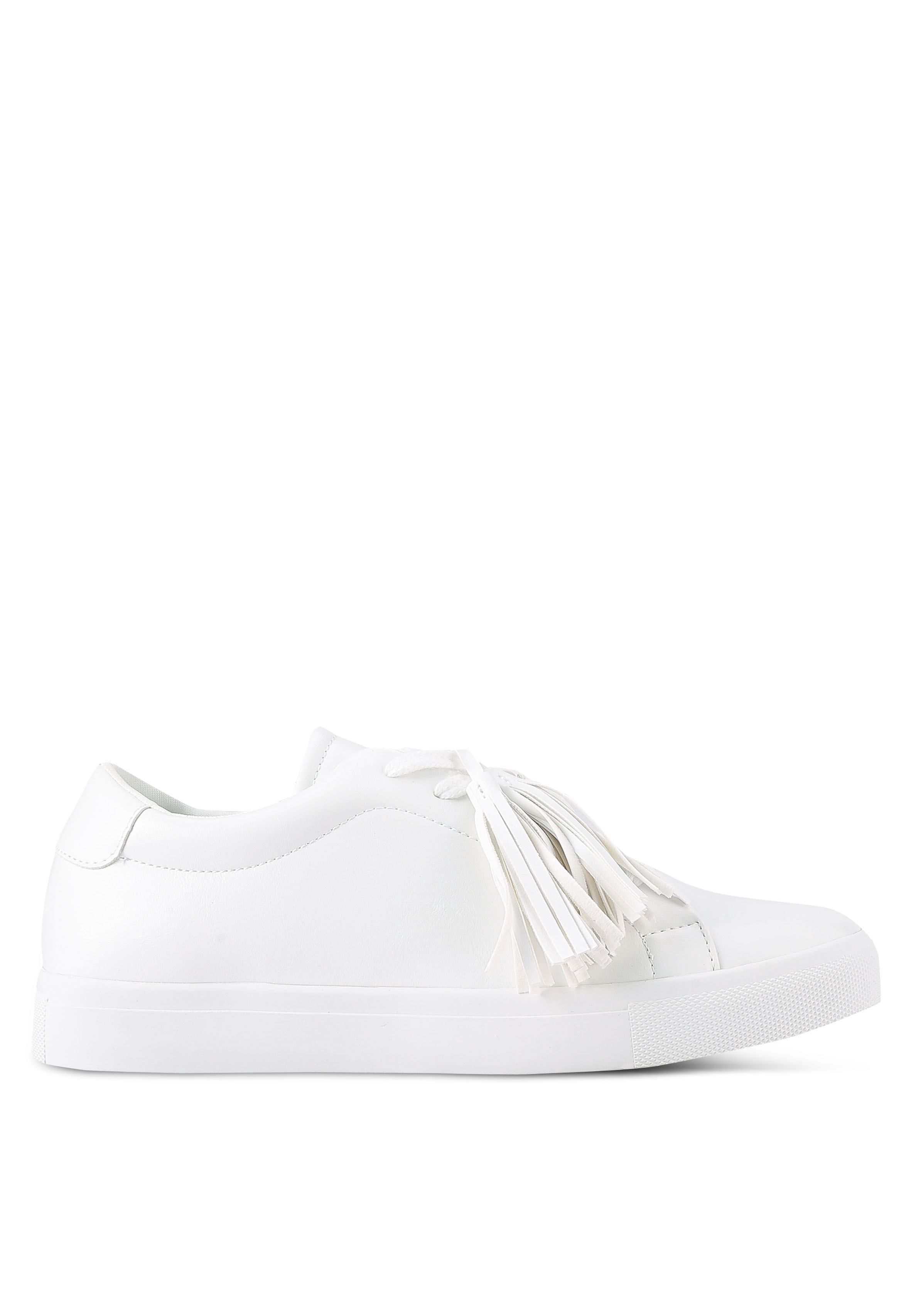 8 Ways To Wear White Sneakers. Here's