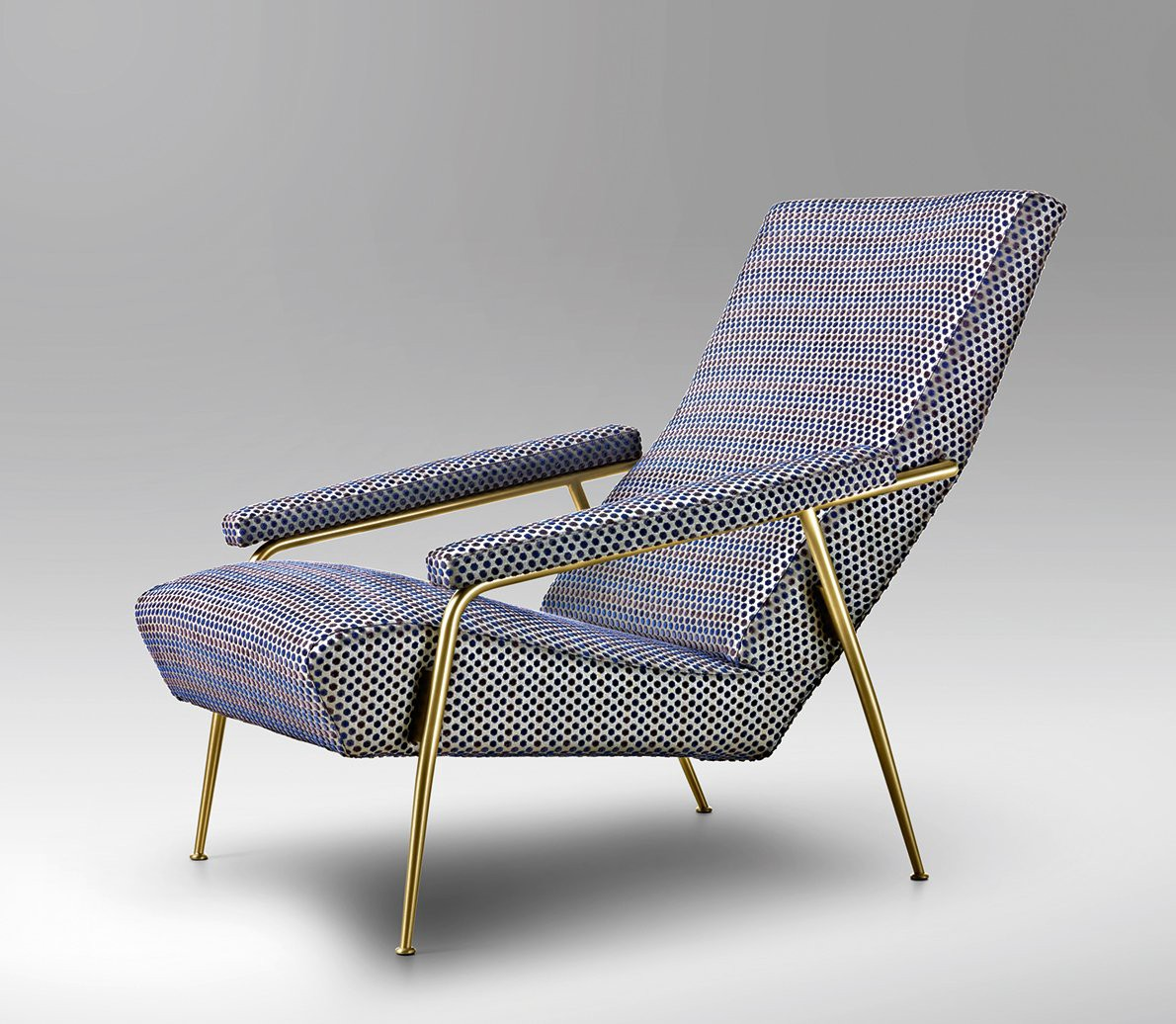 In the D.153.1 lounge chair, designed in 1953, Ponti offers a long, gently reclining seat for maximum relaxation and comfort.