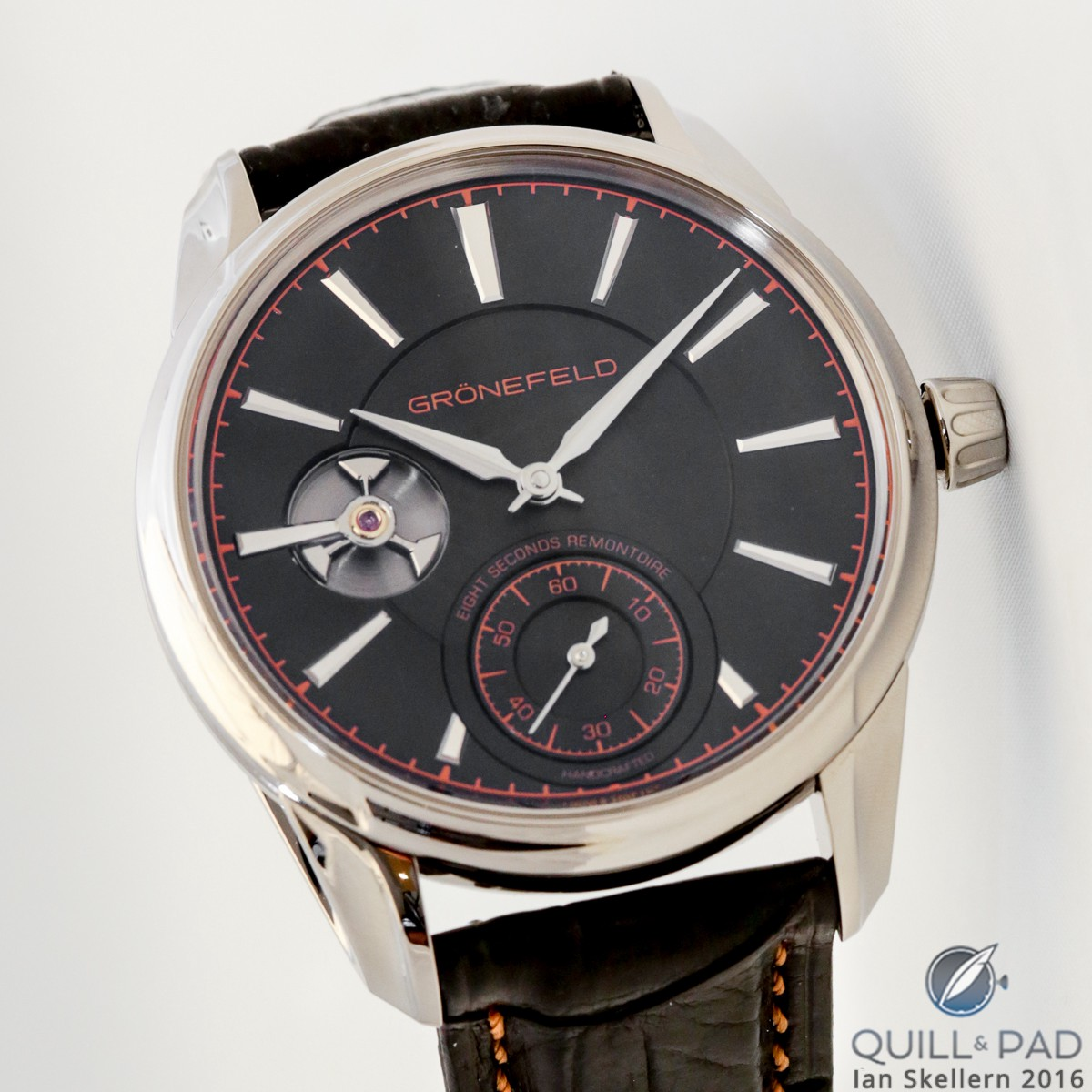 Gronefeld 1941 Remontoire in white gold with black solid silver dial