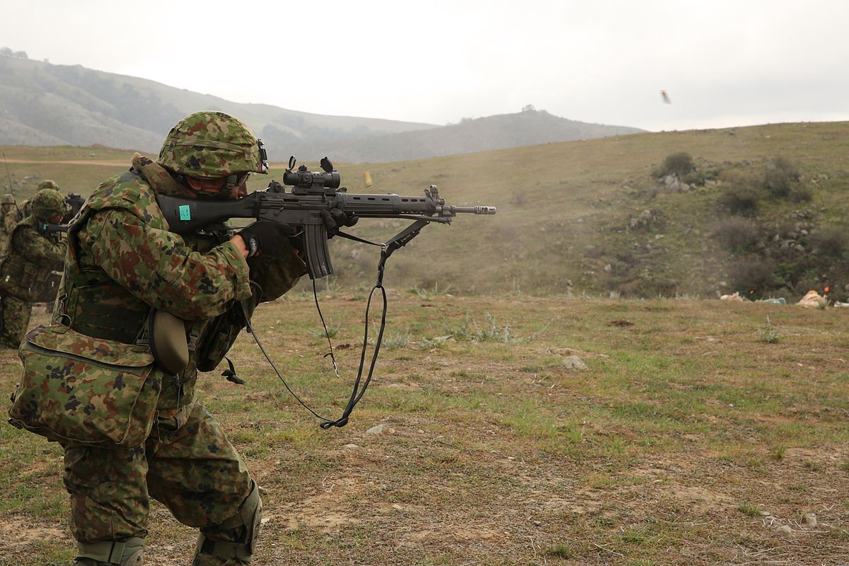 The Japanese Army's Assault Rifle Has Some Weird Features