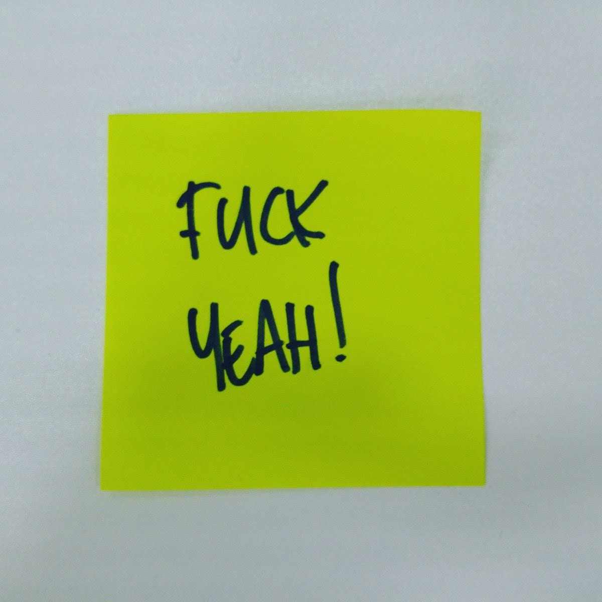 A Post-it note reading 'fuck yeah!'