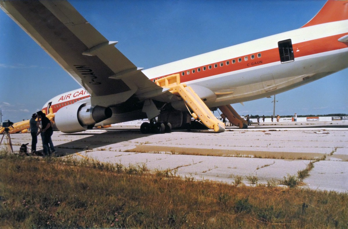 In 1983, two pilots miraculously landed a jumbo jet with no