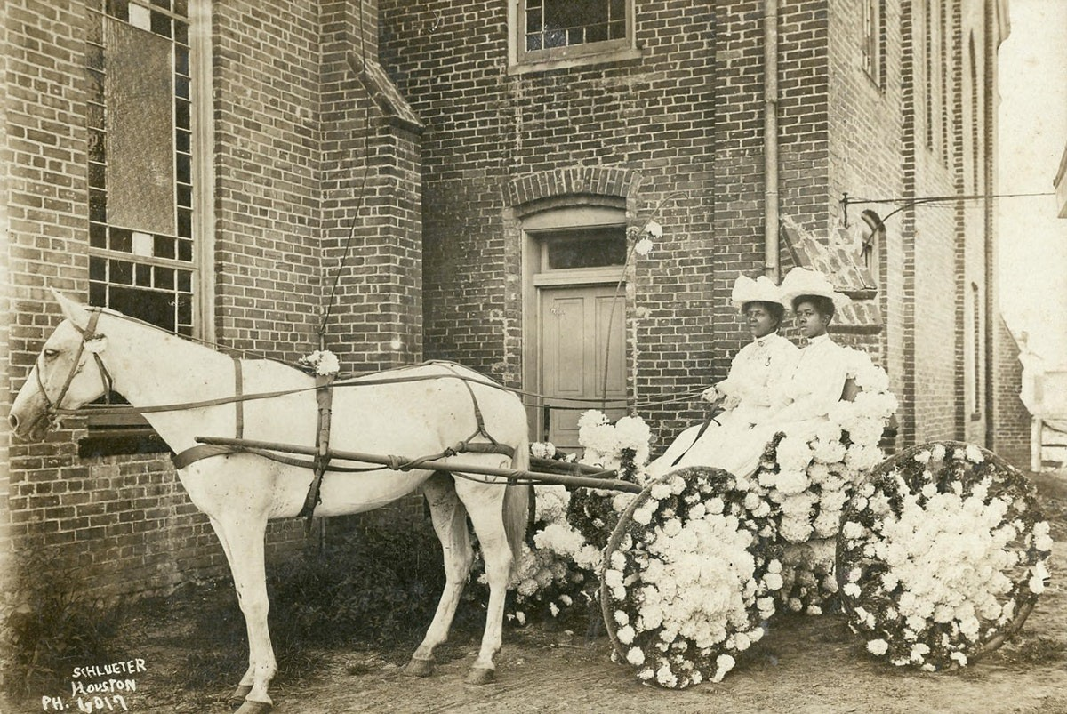 Photo of Yates Family of Houston Celebrating Juneteenthin 1908 in front of Antioch Baptist Church