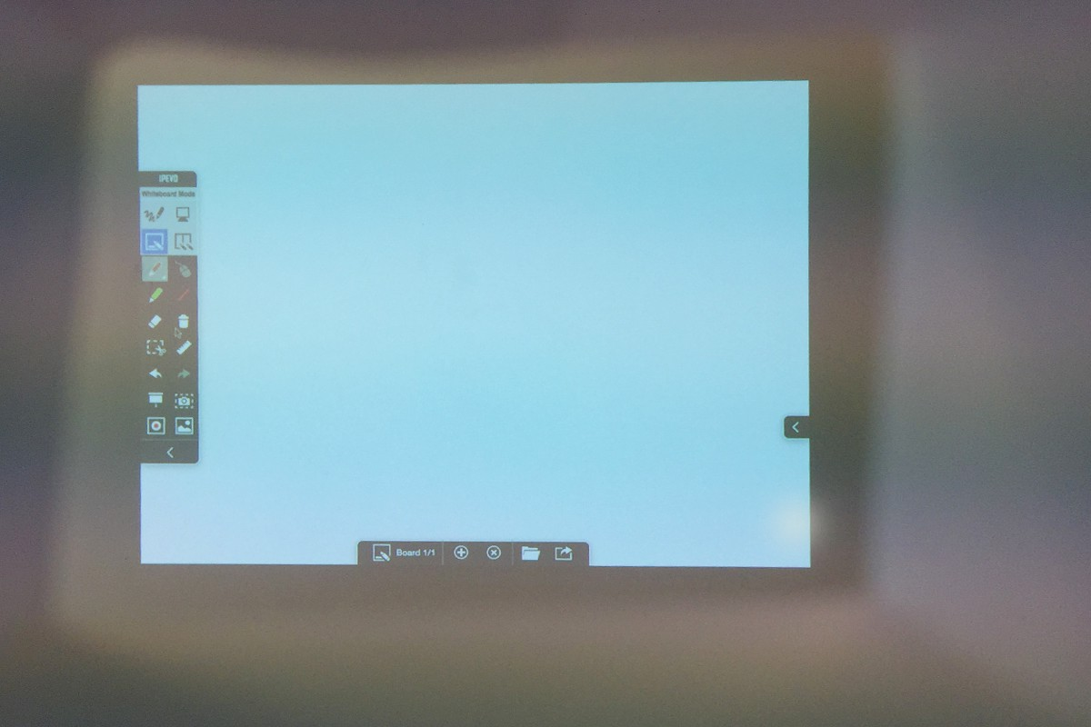 See through the Finder and move forward or backward until the opening of the Finder fits perfectly with the screen