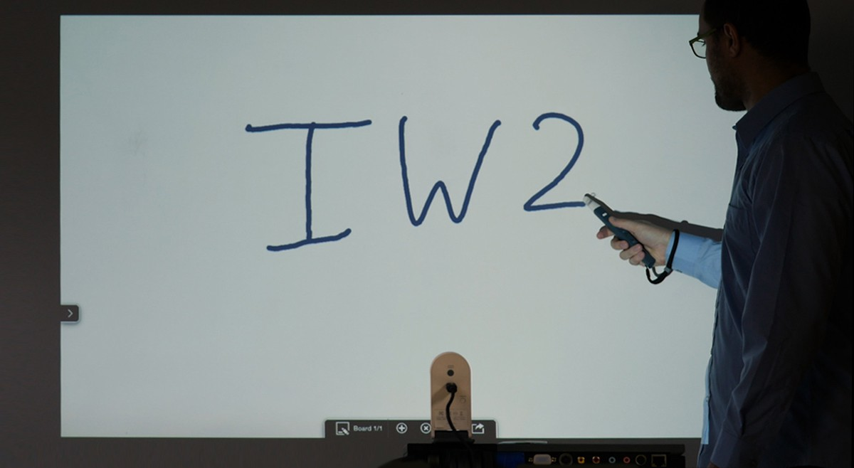IPEVO IW2 Wireless Interactive Whiteboard System now comes with short Interactive Pen