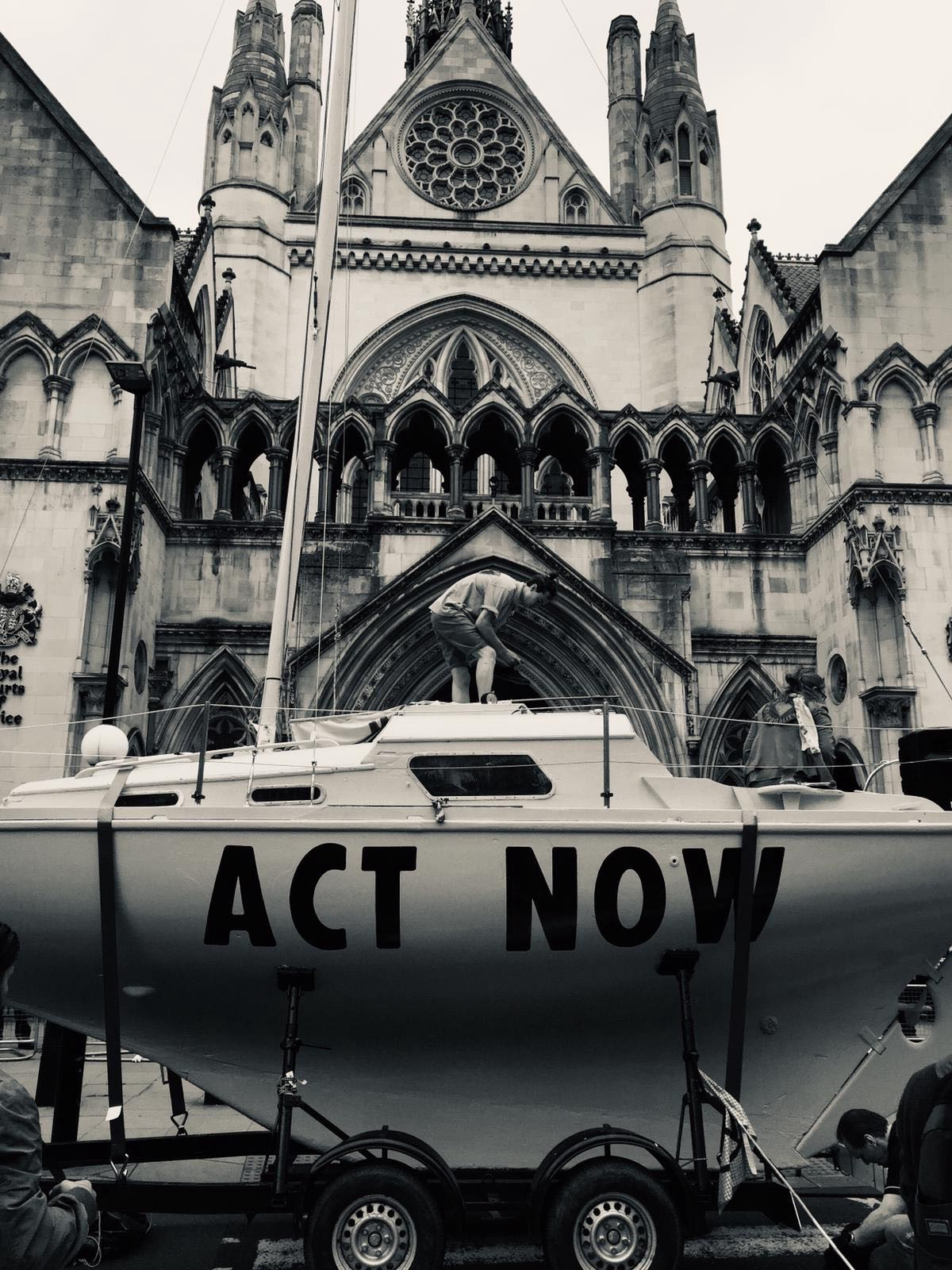 An XR Boat outside the Royal Courts of Justice, Summer 2019.