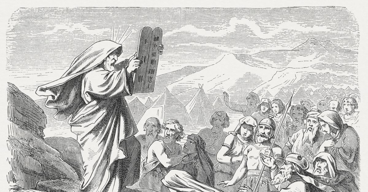 Illustration of Moses lifting tablets with the ten commandments