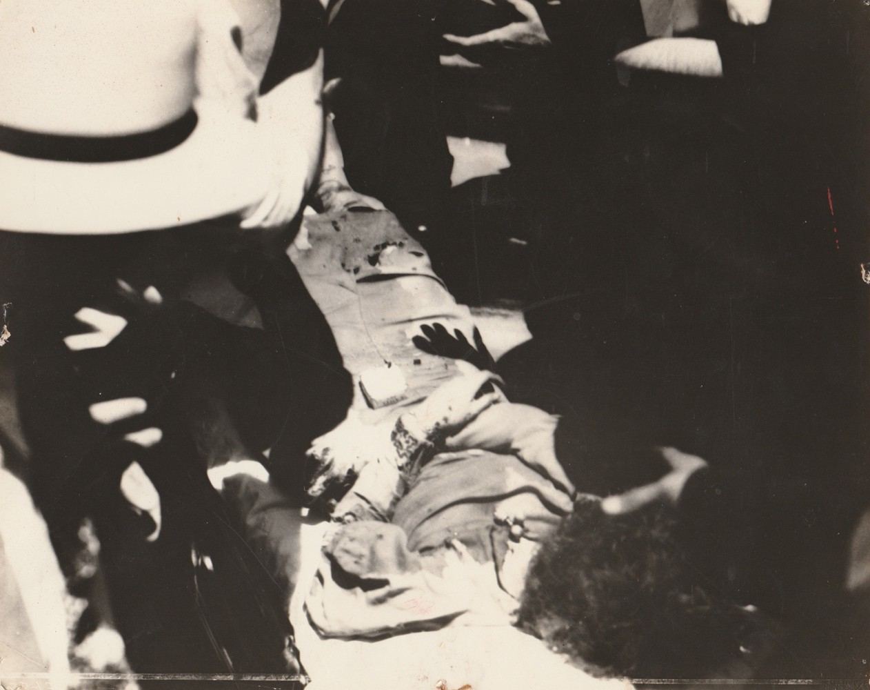 These rare photos of Bonnie and Clyde reveal the dark