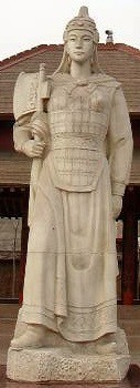 Statue of Fu Hao in front of her tomb complex. By https://commons.wikimedia.org/wiki/File:Fu_Hao.jpg — https://commons.wikimedia.org/wiki/File:Fu_Hao.jpg, CC BY 2.5, https://commons.wikimedia.org/w/index.php?curid=52919211