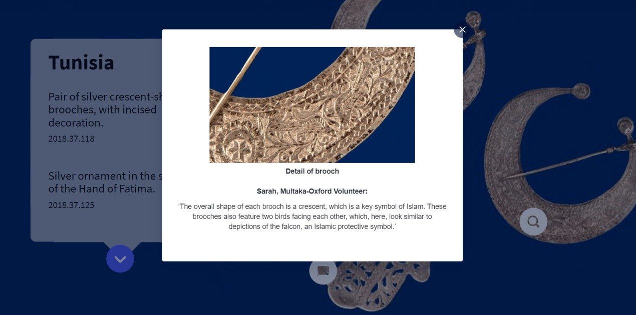 Screenshot of the exhibition showing a close-up of a silver brooch and the label underneath.