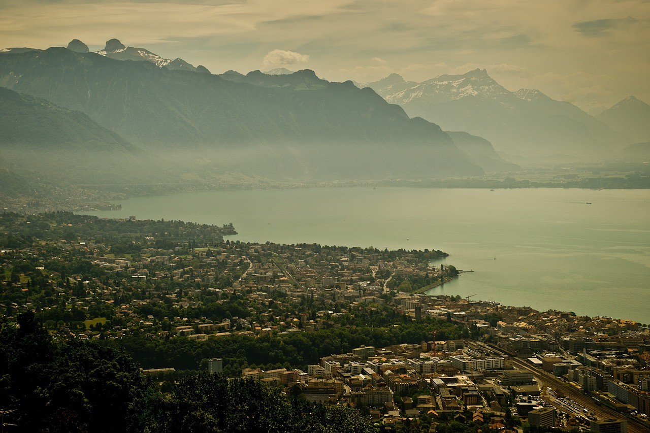 A panoramic shot of Lake Geneva covered in mist.