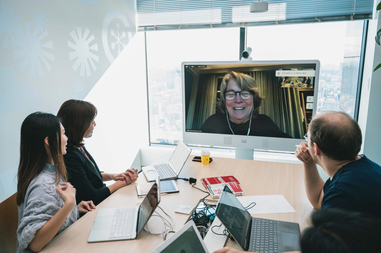 Patty McCord smiling during the video conference with Yumika Nakane and the Kintopia editorial team