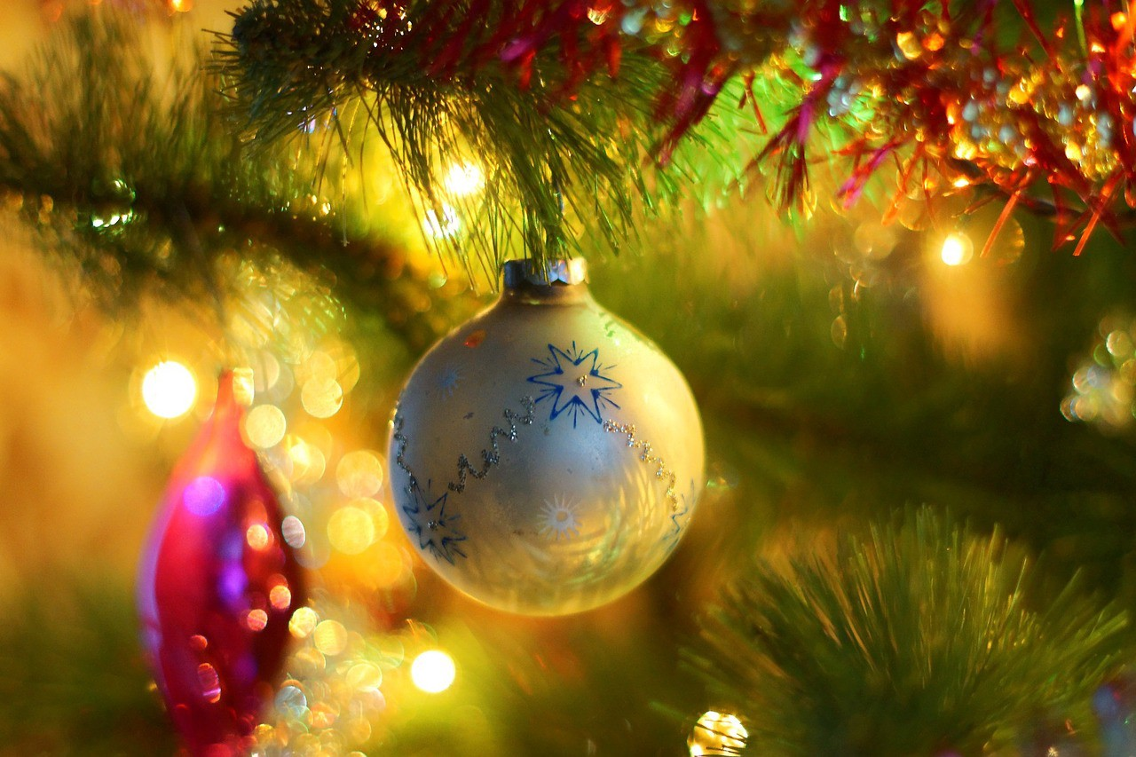 Led Vs Incandescent Decorating Your Home For Christmas