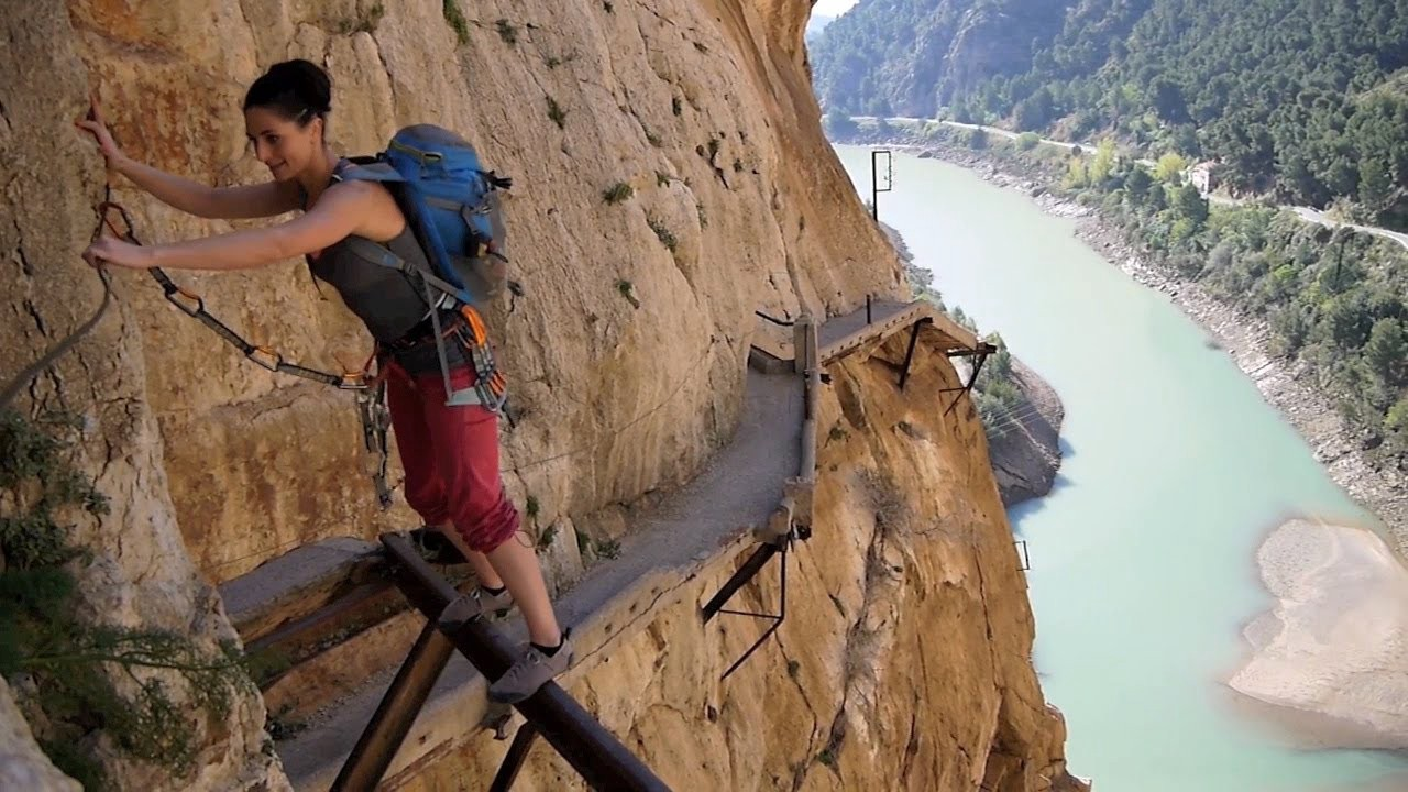Outdoor : Top 10 Dangerous Hiking Trails in the World You Must Try It Once