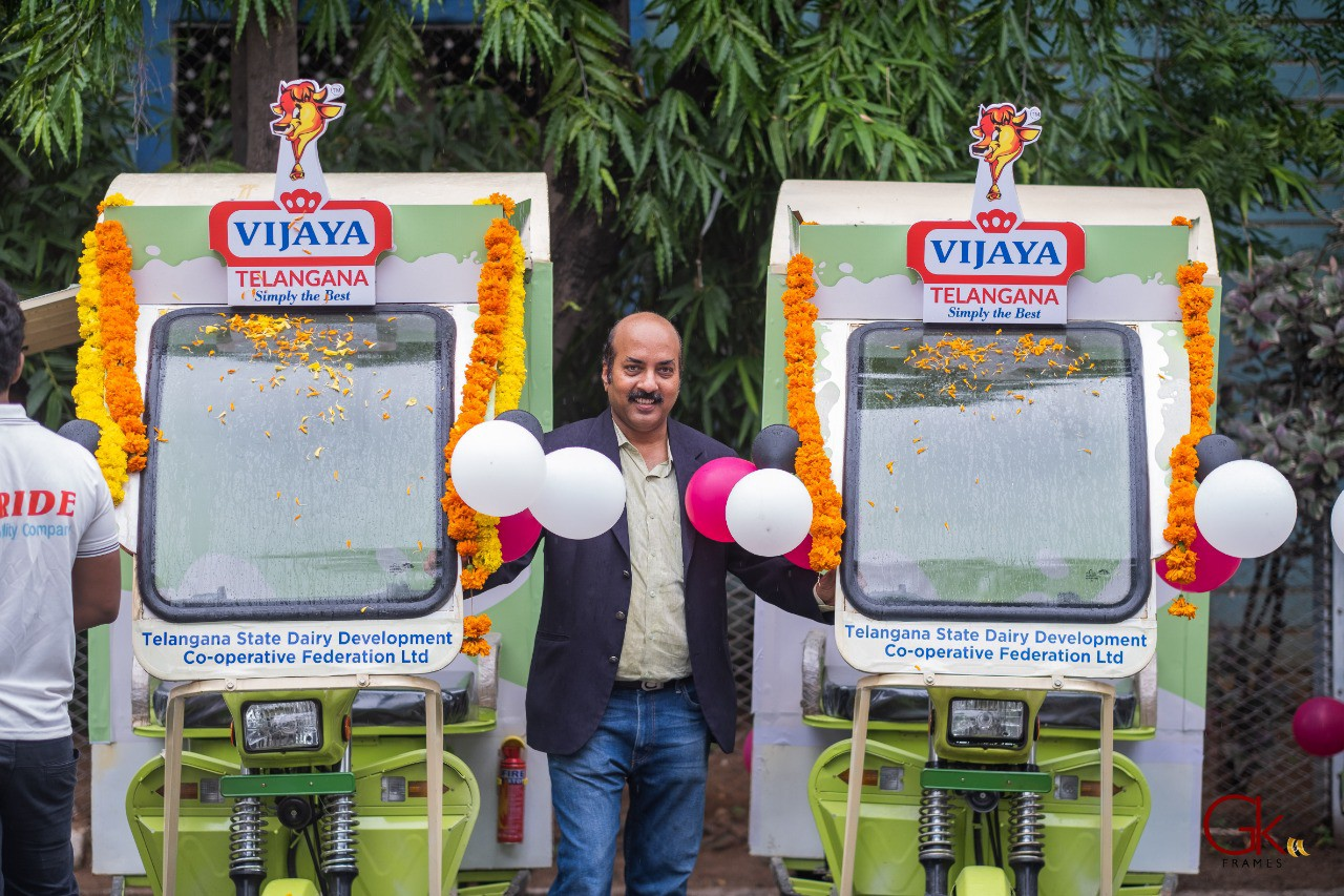 Eride Chairman Devender Reddy with E-Cart
